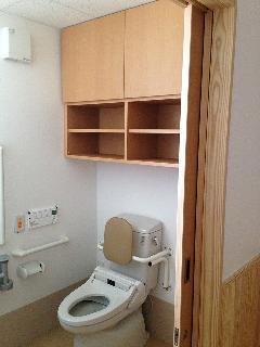 介護施設/トイレ収納棚