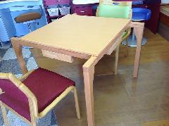 自立支援家具 テーブル