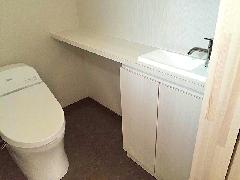 個人邸宅 トイレ洗面カウンター