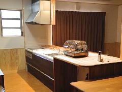 個人邸宅 システムキッチン(タモ突板板目)