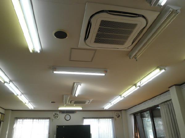 自治会館の業務用エアコン入れ替え工事