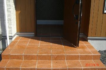 一戸建て 玄関の床タイル