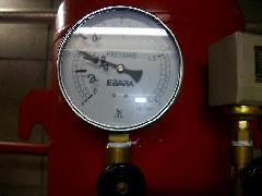 スプリンクラー圧力タンク内窒素ガス充填事例
