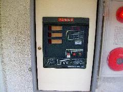 自火報受信機内部バッテリー交換事例