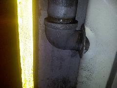 泡消火栓格納箱変形の現場調査レポート