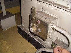 防火ダンパー開閉器交換の仕方をご説明します(モデルは港区のビジネスホテルです)