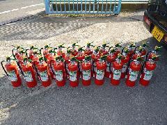 川口市内の小学校に消火器納品設置