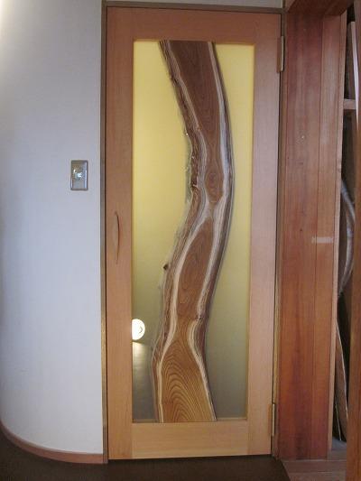 洗面所入り口ドア(桑パネル)