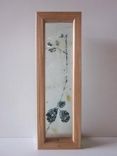 �Aガラス引手(ブラックみつ葉)薄乳白ガラス