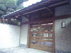 門のあく洗い | 東京の住宅清掃事例