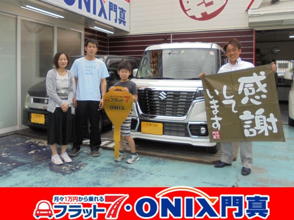 『新車リース・フラット7』にて『スペーシアカスタム』ご購入の大阪府東大阪市在住O様の笑顔です。