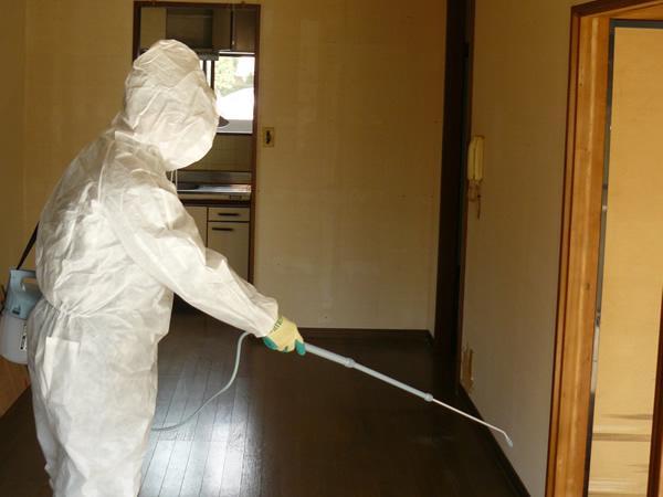 オゾン消臭機で火災現場の特殊清掃