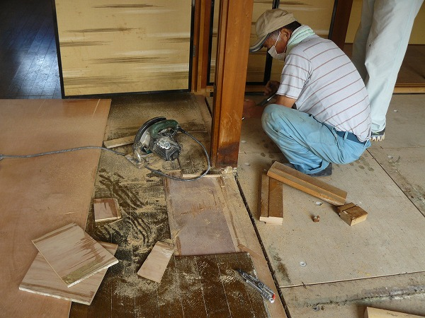 特殊清掃の床材張替え