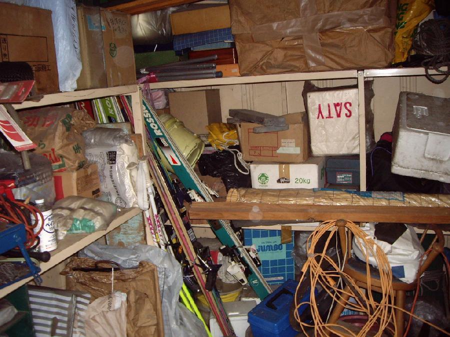 倉庫の荷物整理