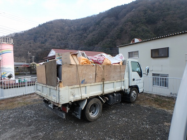 荷物整理トラック