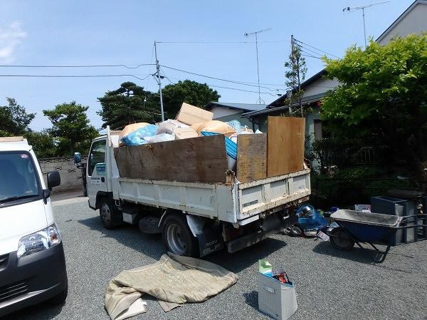 ゴミ運搬トラック