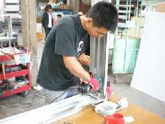 既製部材を使い、注文サイズに組み上げる
