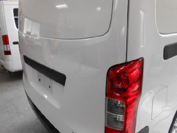 いすゞ自動車の冷凍車修理