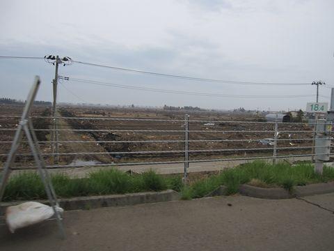 日本海側から約4kmの仙台東部自動車専用道路の東側の平野部は全て津波の被害を受けました。