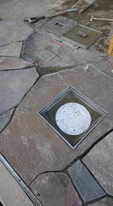 【こだわりのディティール】諏訪鉄平自然石大判刳り貫き化粧点検口