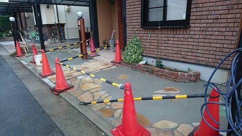 自然石部分乱張りのガレージ土間  (乱張りアクセント 駐車場リフォーム)堺市中区