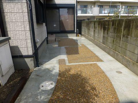 樹脂舗装を洗い出しを  (樹脂洗い出し弱い アプローチ補修 土間やりかえ)堺市東区