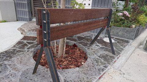 ウリン材+スチール バリケード (車止め ストリートファニチャー)