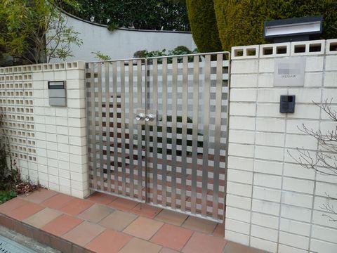 住宅外構用ステンレス門扉  (建築家の外構 格子戸)