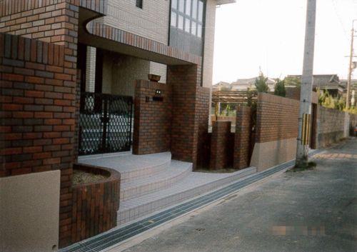 門柱まわり (門柱デザイン 門柱おしゃれ 門柱かわいい レンガ積)