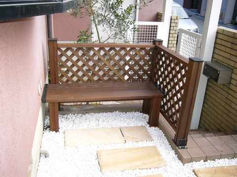 ローメンテナンスガーデン   (ストーンサークル、化粧砂利敷き ウリンベンチ)吹田