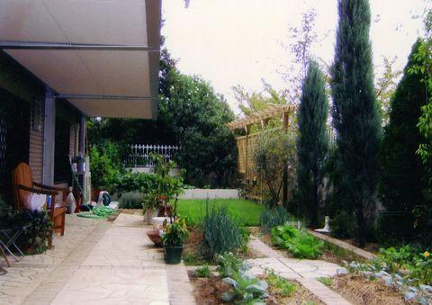 菜園ガーデン    (コニファーガーデン ウッドフェンス パーゴラ 自然石乱張り)