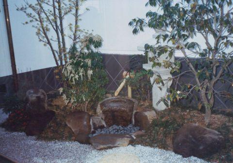 寺院の庫裡の庭  (金閣寺垣 日陰の庭 前庭 中庭 瓦腰壁)