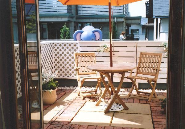 ベランダガーデン  (モデルハウス  大和ハウス 板塀 チーク家具 パラソル)