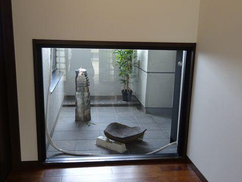 マンションベランダ 坪庭  (六方石あかり 水鉢 日陰の庭 ローメンテナンス)