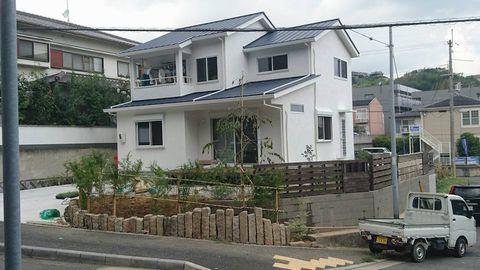 角地・高台、神社北の外構 (廃パレット塀 足場板塀 古代延石土留)奈良