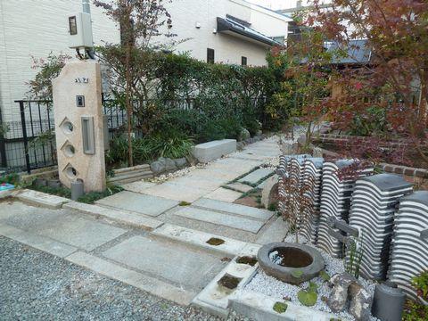 古瓦のオブジェ塀の外構 (庄屋の家耐震改修 )茨木
