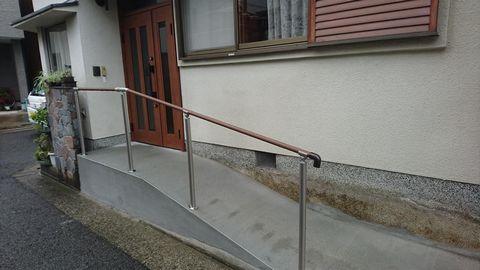 玄関扉勝手入替えとポーチ横入りスロープ 介護リフォーム(堺市中区)