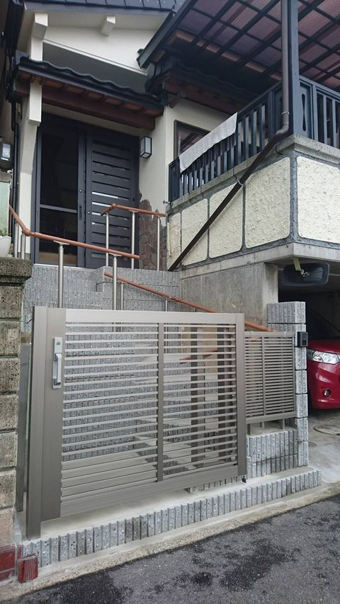 アプローチ階段段差緩和+手摺取付リフォーム (堺市中区)