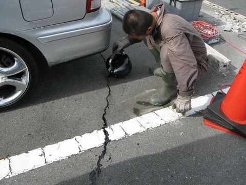 地盤沈下による駐車場補修