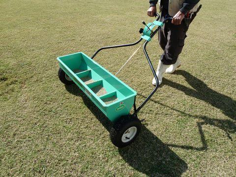 冬芝の播種 芝刈り (芝庭管理 夏芝 庭園管理 )