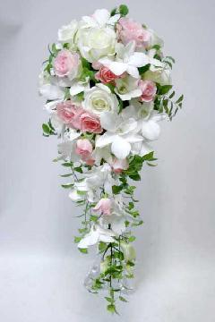 淡いピンクと白バラのセミキャスケード