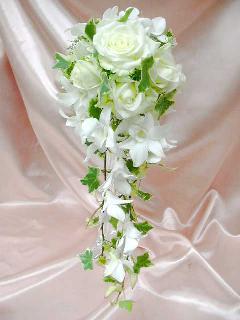 白バラのセミキャスケードブーケ