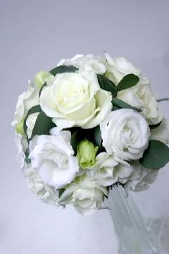 白バラとトルコキキョウのラウンドブーケ15cm