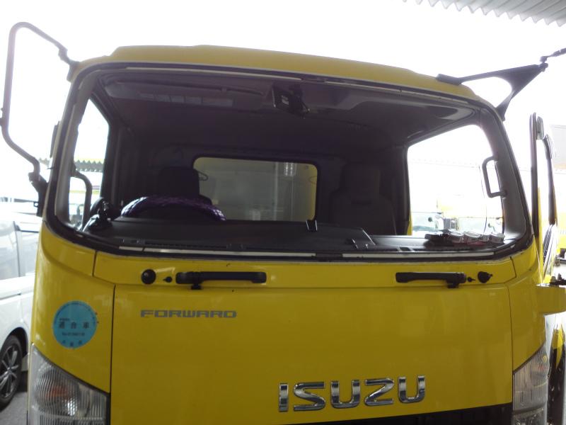 フロントガラス交換 商用トラック(ISUZU FORWARD:フォワードワイド)