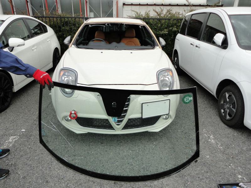 フロントガラス交換 飛び石・ヒビ Alfa Romeo GIULIETTA:アルファ ロメオ ジュリエッタ