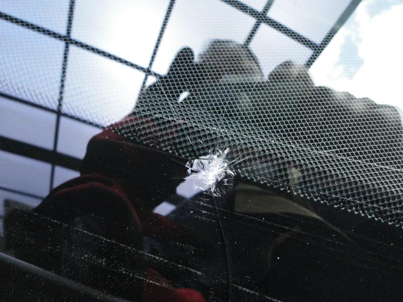 フロントガラスに飛び石による傷