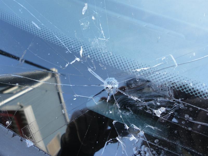 フロントガラスに飛び石による傷(ヒビ)