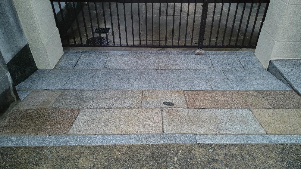 石材による玄関エントランスSBS