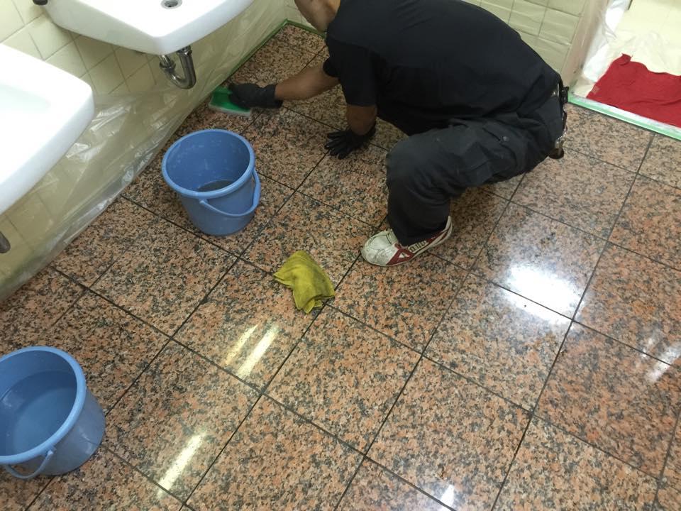 トイレの床にSBSを塗布