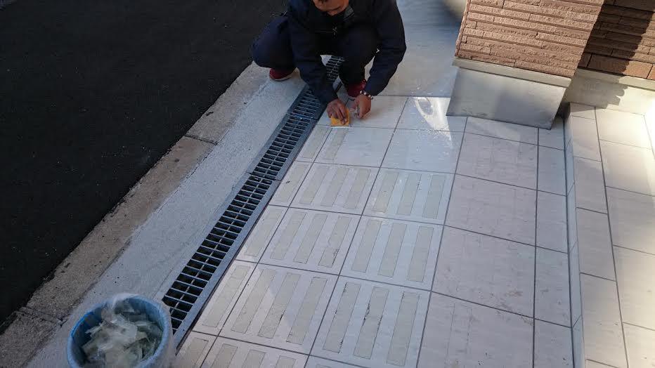 玄関タイルの滑り止め対策
